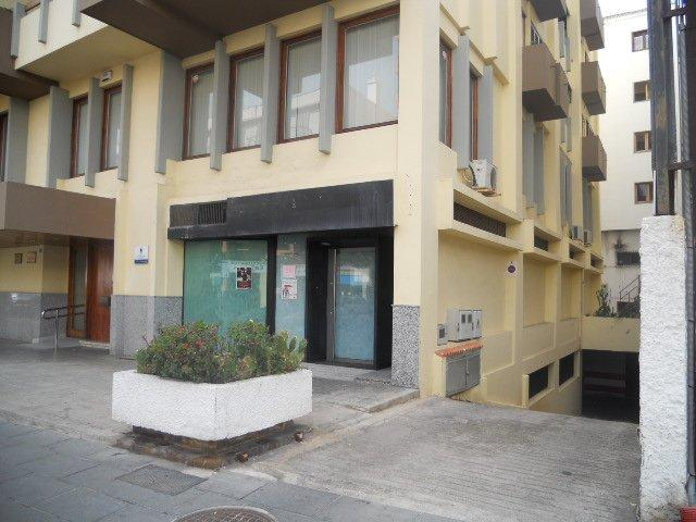 Local Sta. Cruz Tenerife, Puerto De La Cruz av. familia betancourt y molina,
