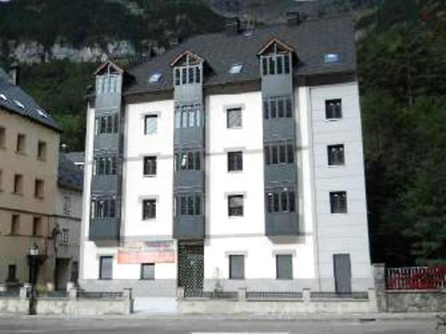 Locales Huesca, Canfranc c. fernando el catolico, 29, canfranc