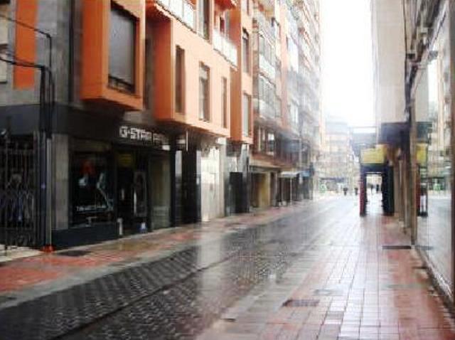 Shops León, Leon st. capitan cortes, 3, leon