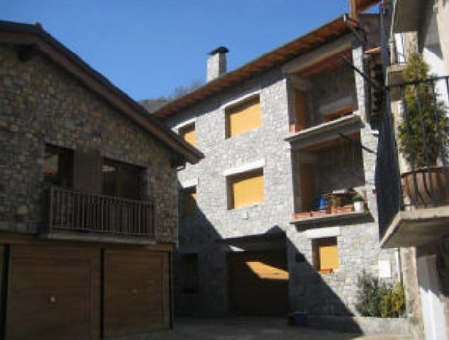 Viviendas Girona, Setcases c. cal pages, 2, setcases
